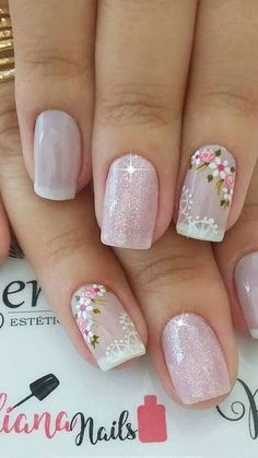 False nails have the advantage of offering a manicure worthy of the most advanced backstage and to hold longer than a simple nail polish. The problem is how to remove them without damaging your nails. Frensh Nails, Cute Nails, Pretty Nails, Glitter Nails, Gel Manicures, Nail Nail, Spring Nail Art, Spring Nails, Summer Nails