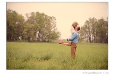8 Tips for Engagement Photos {WHAT TO DO, WHAT TO DON'T}   THE BLOG