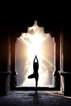 #Yoga #Ioga #Yogaposes http://www.artofliving.org/br-pt