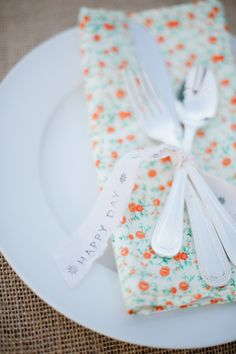 happy day place settings  Photography by hazelnutphotography.com, Coordination by justchicevents.com