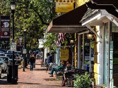 6 Most Charming Downtown Areas in North Carolina - TripsToDiscover Maggie Valley North Carolina, New Bern North Carolina, Cities In North Carolina, North Carolina Vacations, Living In North Carolina, North Carolina Mountains, South Carolina, Lake Norman North Carolina, Black Mountain North Carolina