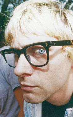 Kurt wore glasses 'cause he thought he looked intelligent in them.   Relally, Kurt?:D