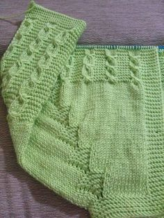 beginning baby knitting techniques Knitting For Kids, Baby Knitting Patterns, Knitting Designs, Knitting Stitches, Baby Patterns, Free Knitting, Knitting Projects, Crochet Patterns, Sweater Patterns