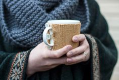 Mug cover / cosy Diy from an old sweater