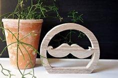 """Drewniana dekoracja """"WĄSY"""" z serii SCRAPWOOD by Ana-Anything może być Twoja! Odwiedź nas!"""