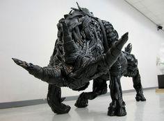 Eski Lastiklerden Yapılmış Hayvan Heykelleri - Koreli sanatçı Yong Ho Ji eski lastikleri kullanarak inanılmaz sanat eserleri yaratmış. Gerçekten İnanılmaz!