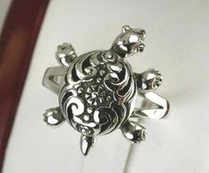 Love the design of this turtle ring :D
