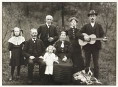 """Bauernfamilie"", 1912, photo: August Sander (1876-1964)"