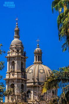 Cúpula y torre del Santuario de Guadalupe en Acaponeta municipio de Nayarit.