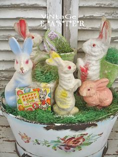 ChiPPy! - SHaBBy! ViNtaGe Paper Mache Easter Bunnies...