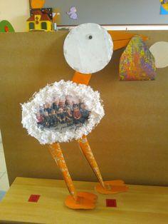 Ooievaar voor een geboorte gemaakt door de peuters (voorkant) Bridal Shower, Baby Shower, Diy Gifts, Handmade Gifts, School Themes, Baby Born, Cool Kids, Art For Kids, New Baby Products