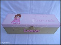 "Conjunto de batizado ""Pinky Little Angel"": a caixa para a vela e toalha."