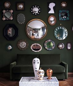 Barnaba Fornasetti Guest Bedroom - Milan Homes - ELLE DECOR With the exception of the faces on the ottoman, I love the mirrors on the wall Elle Decor, Interior And Exterior, Interior Design, Interior Office, Eclectic Design, Eclectic Style, Modern Interior, Interior Decorating, Decorating Ideas