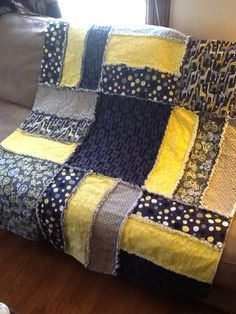 Rag quilt. LOVE the stripes! Steelers colors ♡ Baby Rag Quilts, Strip Rag Quilts, Flannel Rag Quilts, Easy Quilts, Rag Quilt Tutorials, Rag Quilt Patterns, Block Patterns, Quilting Tips, Quilting Projects