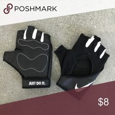 6f74b9e31af84 Nike gloves size small Black gloves for the gym. Leather palms. Mesh top of