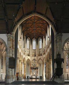 CENTRUM / EVENEMENTEN GROTE KERK De Stichting Grote Kerk Den Haag, opgericht in 1981, heeft tot doel de Grote Kerk – historisch landmark van de Hofstad – in stand te houden en een zinvolle bestemming te geven. Zij doet dat door te onderhouden en te restaureren én door het gebouw te verhuren aan derden voor evenementen.
