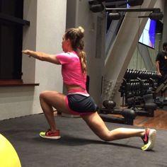 """2,898 Likes, 154 Comments - Camila Guper (@camilaguper) on Instagram: """"Afundo com elevação de perna #workout #gym #fitness #musculação #abs #fit"""""""