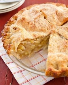 Want to learn how to bake apple pie? Our homemade apple pie recipe uses Granny Smith & McIntosh apples, delivering a perfect balance of sweet & tart. Homemade Apple Pies, Apple Pie Recipes, Gala Apple Pie Recipe, Classic Apple Pie Recipe, Apple Pie Cake, Kitchen Recipes, Cooking Recipes, American Test Kitchen, Fresh Peach Pie