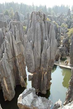 The Yunnan Stone Forest in China   PicadoTur - Consultoria em Viagens   Agencia de viagem   picadotur@gmail.com   (13) 98153-4577   Temos whatsapp, facebook, skype, twiter.. e mais! Siga nos 