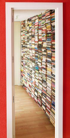 Estantería de pared Virtual.  Sácale partido a cualquier rincón de tu casa gracias a la invisibilidad de esta estantería vertical.