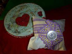 sacchetto porta lavanda con fiore ricamato a hardanger