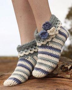 Ravelry: Annabelle - Slippers in Nepal pattern by DROPS design Booties Crochet, Diy Crochet Slippers, Crochet Slipper Pattern, Crochet Diy, Knitting Patterns Free, Crochet Patterns, Free Pattern, Crochet Mignon, Crochet Videos
