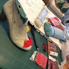 Diseñando 😍 Designing #romanticshoes #lovemyjune #shoesdesigner #etsyshoes #customshoes by #QuieroJune