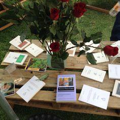 La Fiesta del libro y la rosa continúa, los esperamos en las cinco sedes con muchos libros y actividades culturales www.universodeletras.unam.mx/fiesta2015 Gift Wrapping, Gifts, Pink, Special Events, Activities, Party, Flowers, Gift Wrapping Paper, Presents