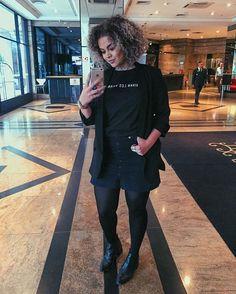 Look meio legalzinho, meio mulher de negócios descolada, meio blazer preto que eu amei e nunca mais vou tirar do corpo! Haha
