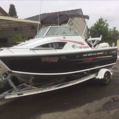 2016 quintrex 510 ocean spirit,purchased brand new.             (5hrs on motor)This is fully optioned out boat.9inch lowrance fish finder/gps 100litre tank,115hp evinrude,hydrofoil se400 fitted,full led lighting,built in high pressure gun wash hose,live bait tank,bait board with built in rod holders,dual batteries with isolater switch,digital dash dials, large compass,all safety gear with extra auto life jackets,flares,rod I holders,custom bimini,bait board,radio,CB RADIO,usb