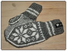 Hjerte GO`H Design: Selbuvotter til barn Baby Mittens, Knit Mittens, Mitten Gloves, Norwegian Knitting, H Design, Knit Crochet, Barn, Socks, Wool