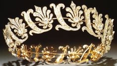 A close up of the diamond tiara featured in the previous pin, belonging to Lord Longford's family. A diamond coronet of stylised honeysuckle flowers alternating with foliate scrolls. It's been spotted many times at the Royal Caledonian Ball. Royal Crowns, Royal Tiaras, Crown Royal, Tiaras And Crowns, Diamond Tiara, Family Jewels, Royal Jewelry, Circlet, Hair Ornaments