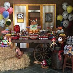 Adorei essa festa Toy Story, muito linda, rústica e super charmosa! Por @letsmakeeventos ❤️ #kikidsparty