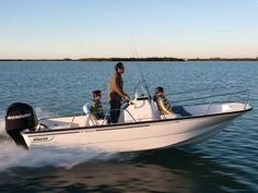 The 170 Montauk embodies the timeless look of Boston Whaler's past, with simple lines, low-maintenance construction and pristine finish. Ski Boats, Cool Boats, Boston Whaler Boats, Boat Brands, Center Console Boats, Buy A Boat, Boat Rental, Pontoon Boat, Great Lakes