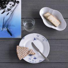 Kay Bojesen Grand Prix lunch knife in matte steel. Royal Copenhagen plate. Kay Bojesen Grand Prix cutlery/flatware. Danish Design. Grand Prix, Royal Copenhagen, Danish Design, Branding Design, Food, Essen, Brand Design, Branding, Yemek