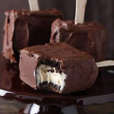 Chocolate Covered Brownie Ice Cream Sandwich: these brownies stay chewy & make the perfect ice cream sandwich.my mom does brownie ice cream sandwiches--chocolate covered would be amazing Frozen Desserts, Frozen Treats, Just Desserts, Dessert Recipes, Summer Desserts, Dessert Healthy, Yummy Treats, Sweet Treats, Yummy Food