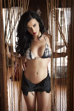 Katy Perry Bra Size and Body Measurements