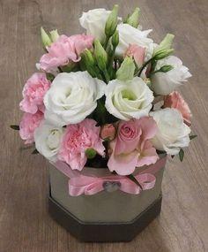 Rausva gėlių dėžutė - My site Beautiful Bouquet Of Flowers, Beautiful Roses, Pink Flowers, Beautiful Flowers, Wedding Flowers, Flower Box Gift, Flower Boxes, Pink Flower Arrangements, Floral Bouquets