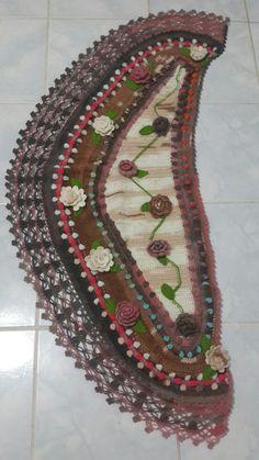 Risultati immagini per adinda zoutman Crochet Mittens, Crochet Poncho, Crochet Scarves, Irish Crochet, Crochet Clothes, Unique Crochet, Crochet Crafts, Crochet Yarn, Crochet Projects