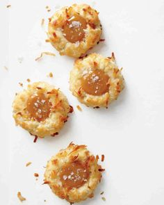 Christmas Cookie Recipes: Coconut Thumbprint Cookies with Salted Caramel Cookie Desserts, Just Desserts, Cookie Recipes, Delicious Desserts, Dessert Recipes, Yummy Food, Valentine Desserts, Brownie Recipes, Healthy Food