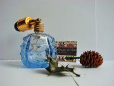 Vintage bouteille de parfum avec sa poire noire en verrebleu vers 1950/60 en bon état  envoi gratuit pour vos cadeaux de Noel Paris France de la boutique CuriositesdeSophie sur Etsy