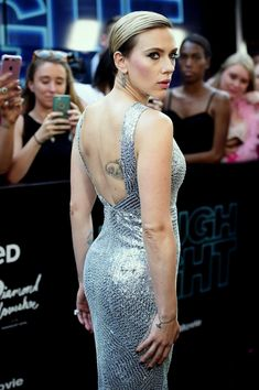 Wednesday's female celebrity of the day is Scarlett Johansson. I like Scarlett Johansson, she's very very good! This is the twenty third time she's been FCOTD. Hollywood Actresses, Beautiful Actresses, Actors & Actresses, Actrices Hollywood, Natasha Romanoff, Sexy Poses, Hollywood Walk Of Fame, American Actress, Gorgeous Women