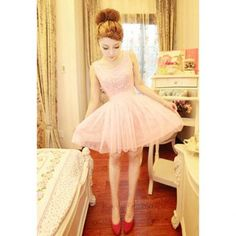 Sweet scoop neck and sleeveless, lace tulle dress
