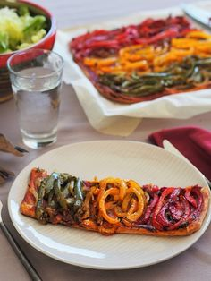 Bell Pepper Provencal Vegetarian Tart - My Parisian Kitchen The flavors of Souh France Provence in a vegetable tart with bell peppers roasted in olive oil woth onion garlic and herbes de Provence. A vegetarian pizza. Calzone, Stuffed Bell Peppers Turkey, Quiches, Vegetarian Tart, Parisian Kitchen, Vegetable Tart, Savory Tart, Happy Foods, Batch Cooking