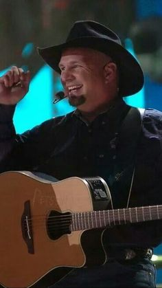OK native Garth Brooks Best Country Music, Country Music Artists, Country Music Stars, Country Singers, Rock Music Quotes, Singing Quotes, Friends In Low Places, Great West, Martina Mcbride