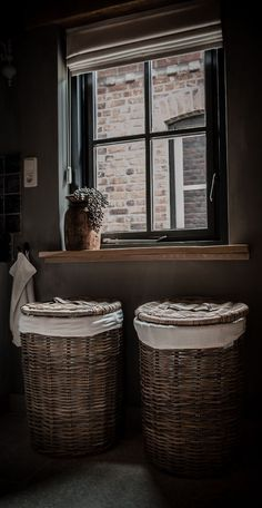 Living room cottage chic baskets 24 Ideas for 2019 Tv Decor, Entryway Decor, Diy Home Decor, Bathroom Toilets, Laundry In Bathroom, Wet Rooms, Cottage Chic, French Cottage, Bathroom Inspiration