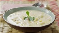 A creamy corn chowder - delicious and easy to make! Halibut Chowder Recipe, Ham Chowder Recipe, Chowder Recipes, Salmon Chowder, Slow Cooker Corn Chowder, Chicken Corn Chowder, Corn Recipes, Pudding Recipes, Lunch Recipes