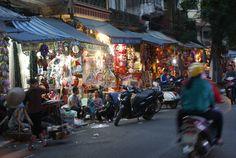 La Vieille Ville d'Hanoi. En cours d'écriture.                 Retrouvez nos photos du quartier du Vieux Hanoi. Hanoi, Photos Du, Vietnam, Times Square, Old Town