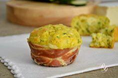 I muffins salati alle zucchine sono ottimi sia come secondo piatto che come antipasto. Si preparano in pochi minuti e mettono d'accordo tutti a tavola!