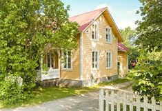 Yellow House Exterior, Dream House Exterior, Swedish Cottage, Swedish House, Small Cottages, Cabins And Cottages, Yellow Houses, Old Houses, Gardens